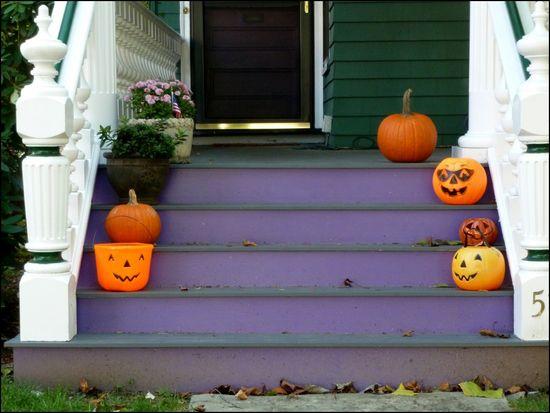 PorchPumpkin-purplesteps